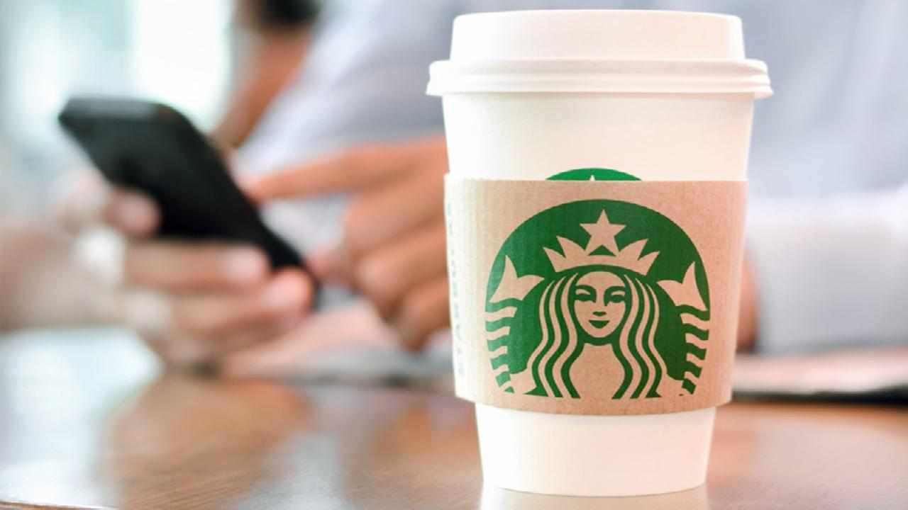 Free Starbucks drinks for the holidays