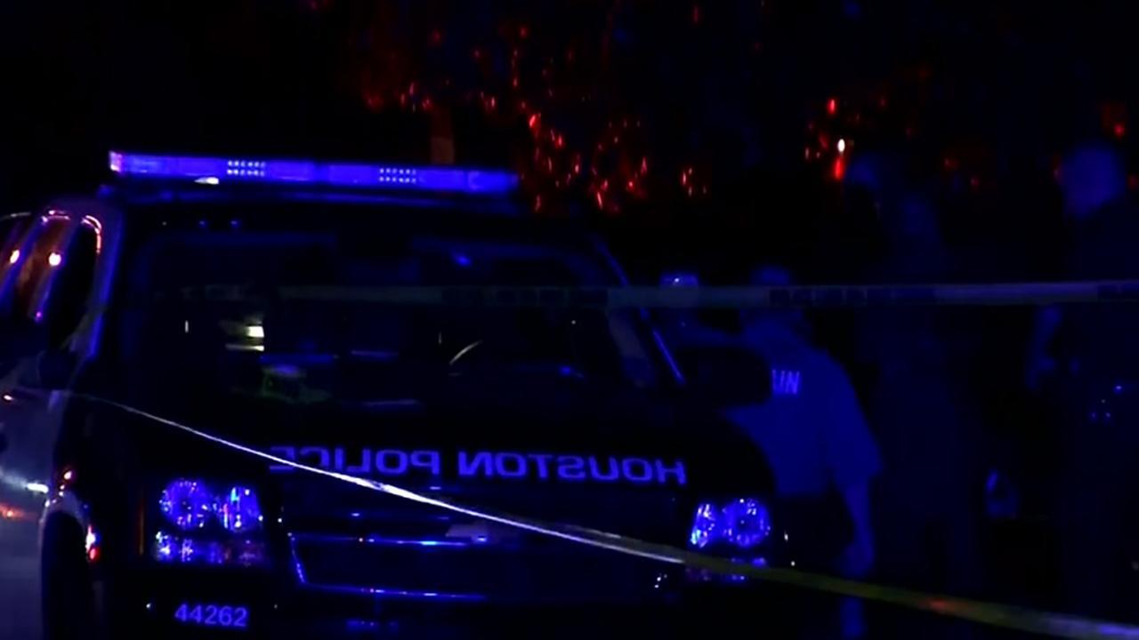 Man shot in garage in north Houston