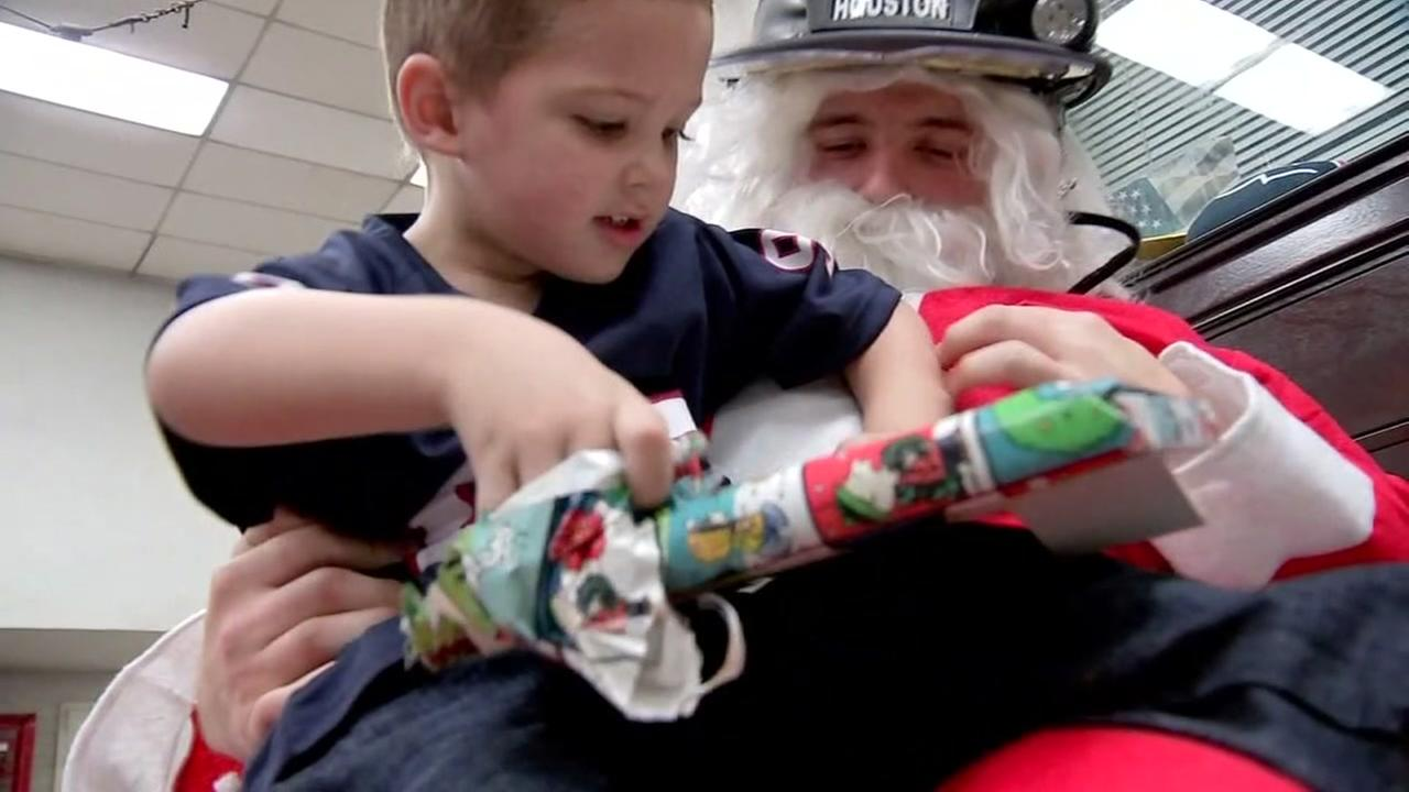 HFD gives Christmas to children after mothers death
