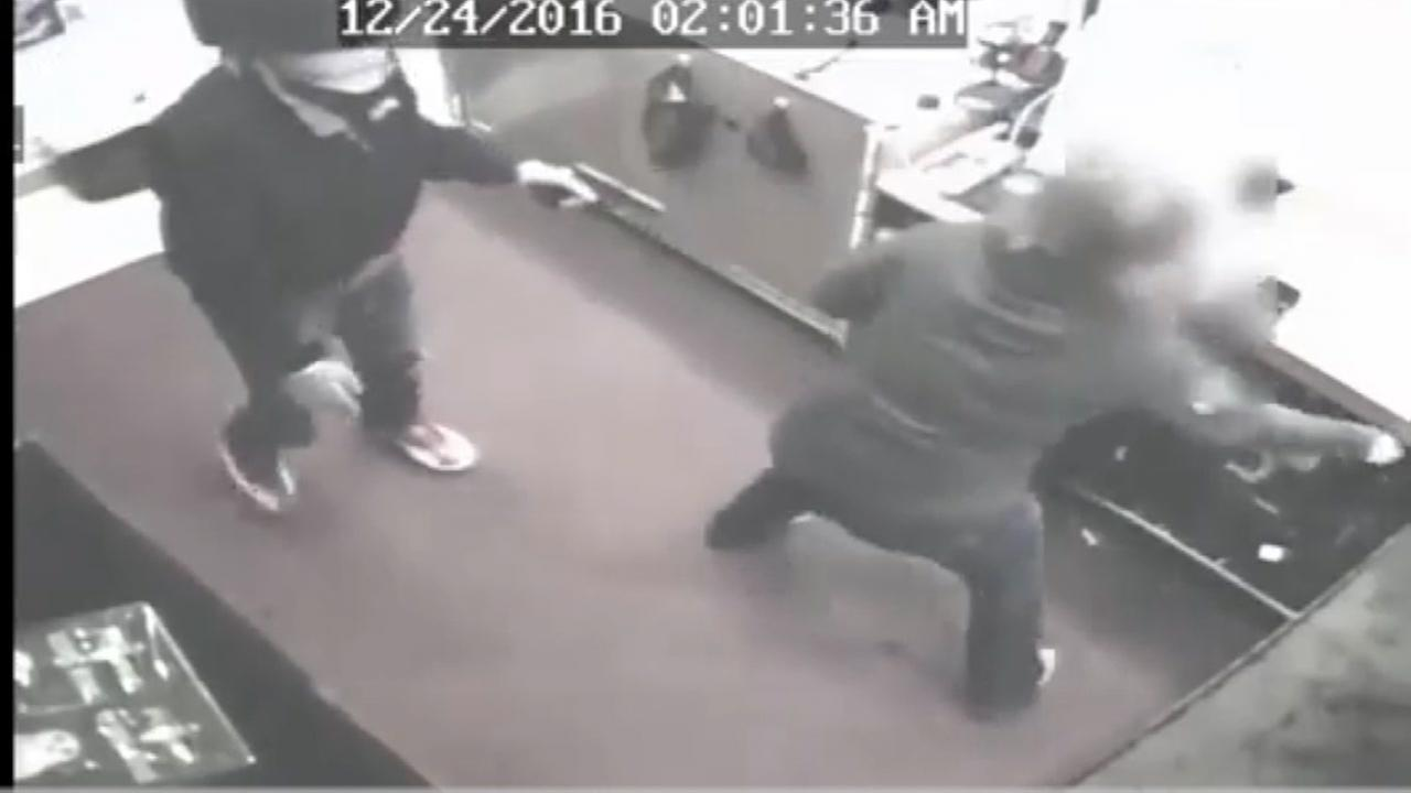 Police searching for two suspects in shooting and robbery of northeast Houston boutique
