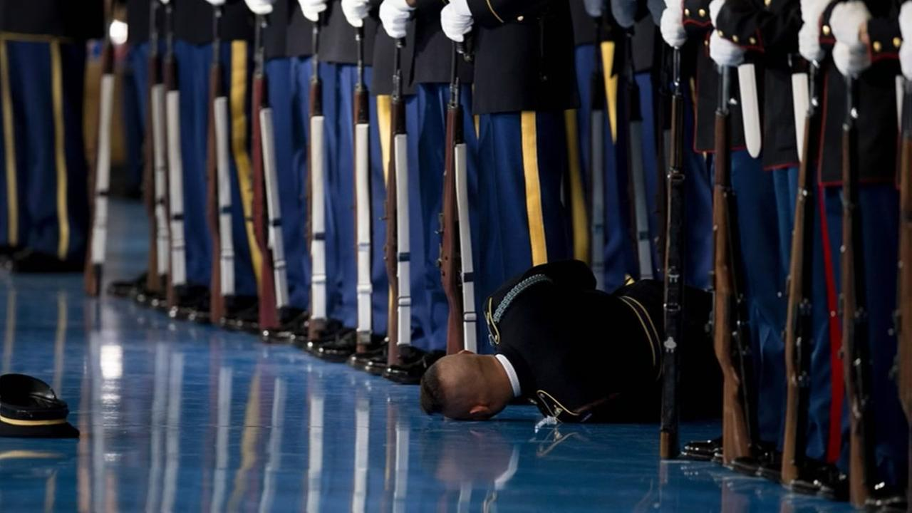 Member of Honor Guard passes out while being reviewed by President