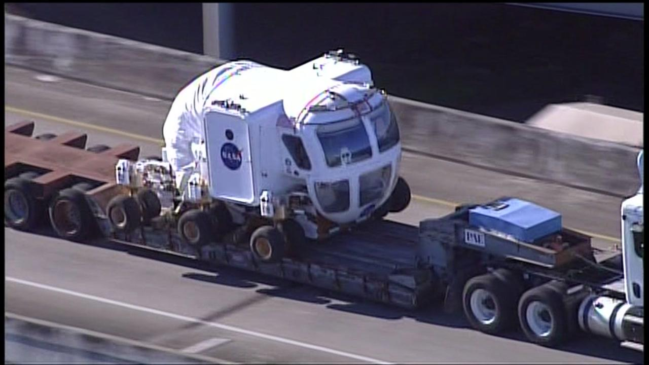 NASA space vehicle arrives in downtown Houston
