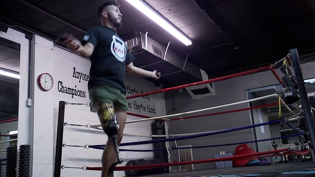 Man with prosthetic leg continues boxing