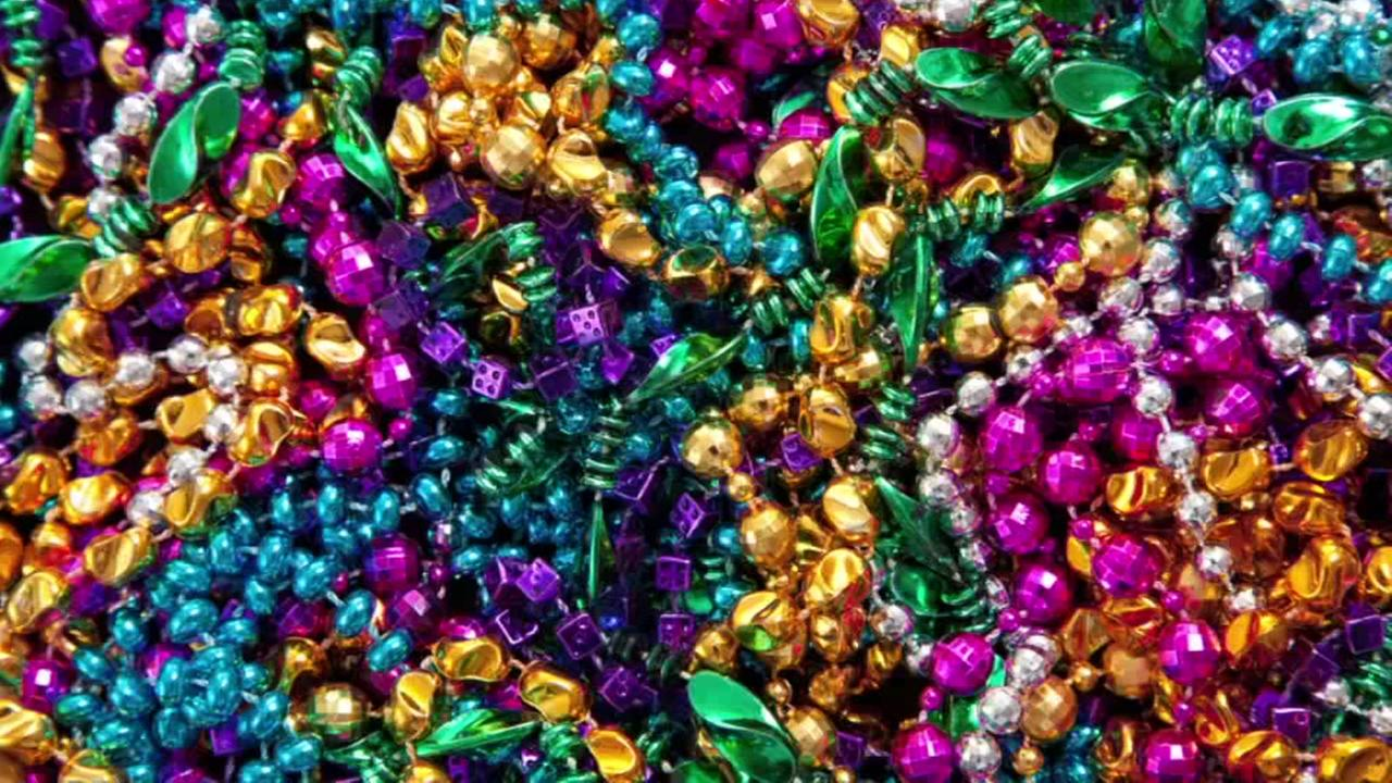 Secret to scoring loads of Mardi Gras beads