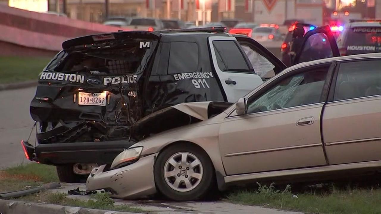HPD officer injured during chase along the North Freeway