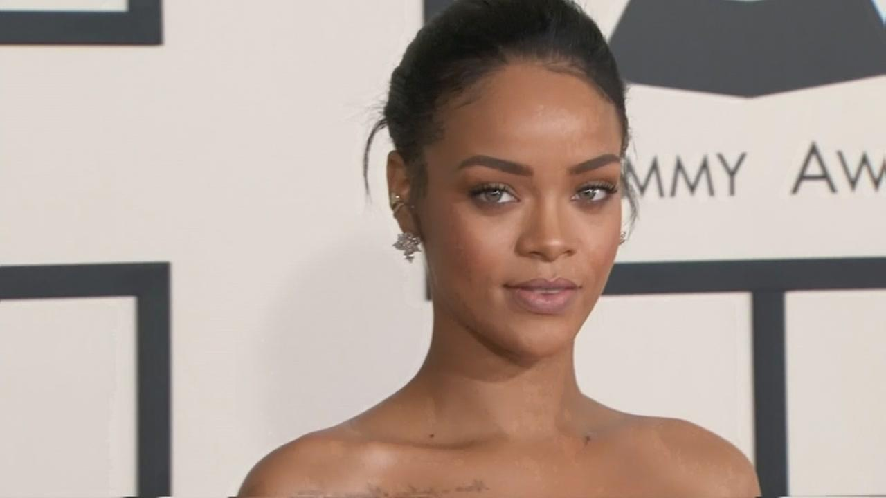 Rihanna to accept Harvard humanitarian award