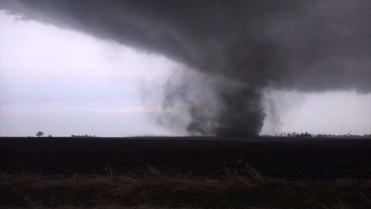 Raw video: Illinois tornadoes