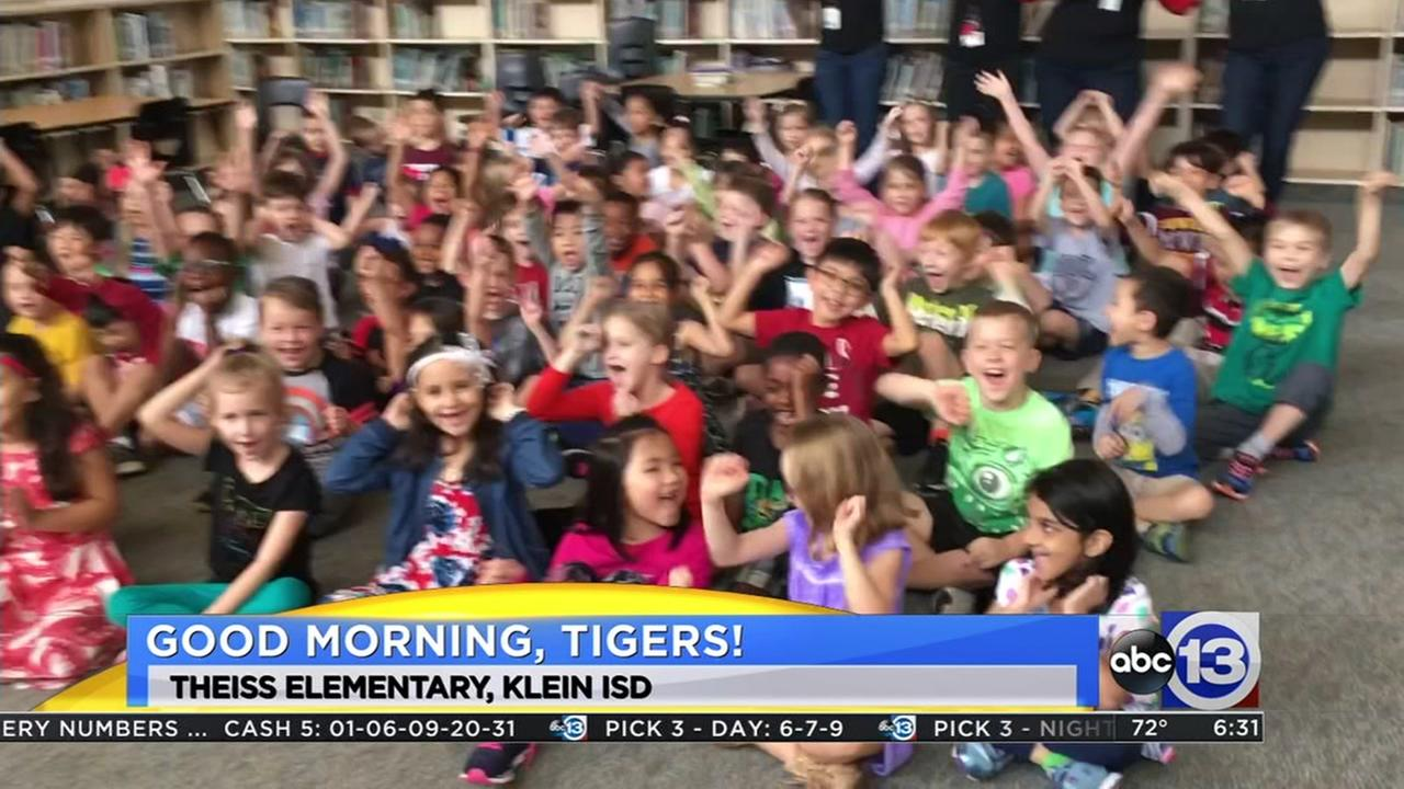 Travis Herzog visits Theiss Elementary School