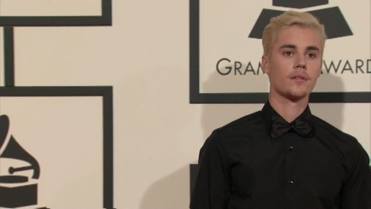 Man charged with 900 sex crimes after posing as Justin Bieber online.