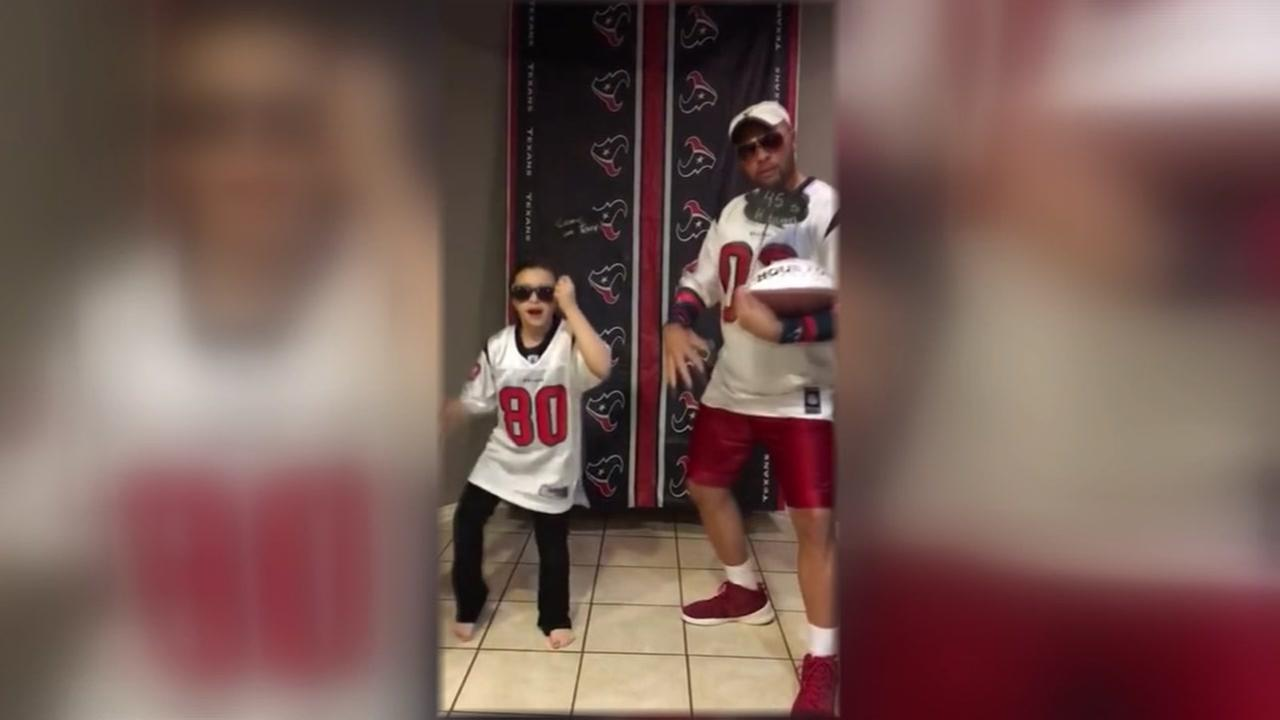 Dad, daughter send musical message to Tony Romo