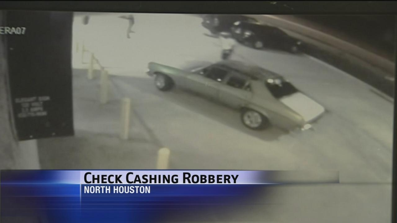 Caught on cam: Check cashing robbery