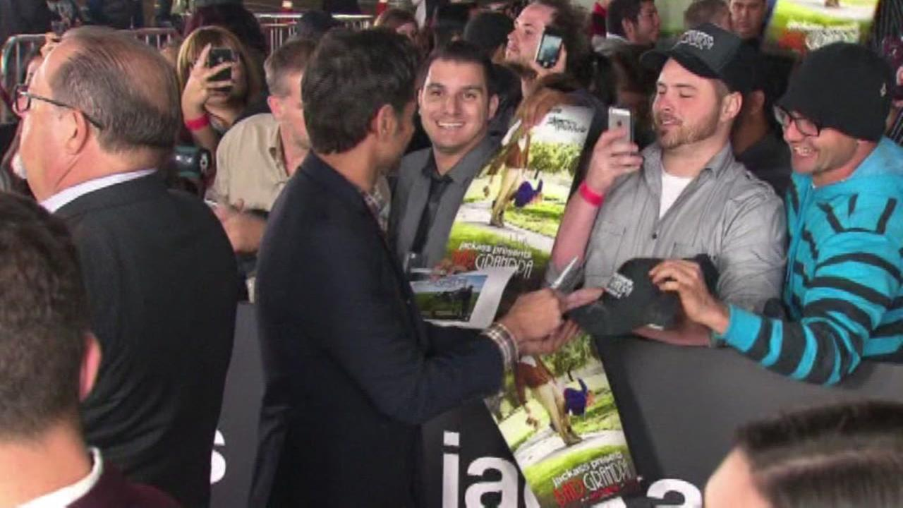 John Stamos helps man propose to his girlfriend.