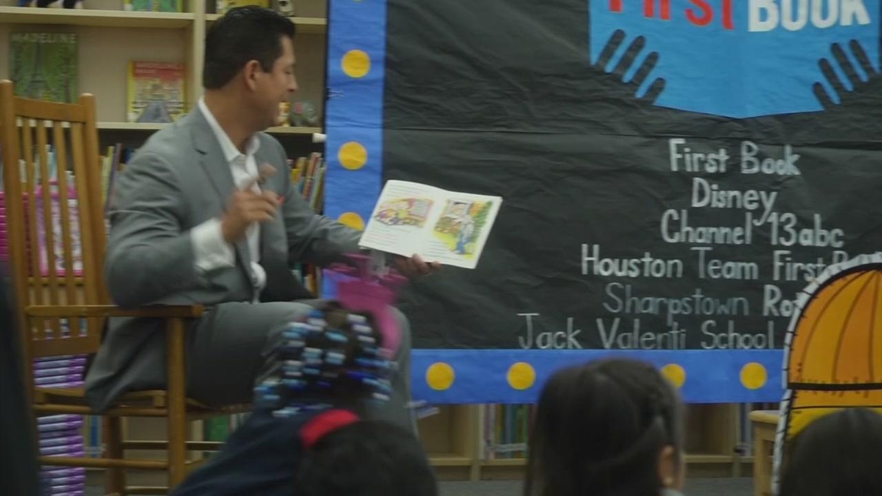 ABC13s Erik Barajas read to students at Neff Early Learning Center