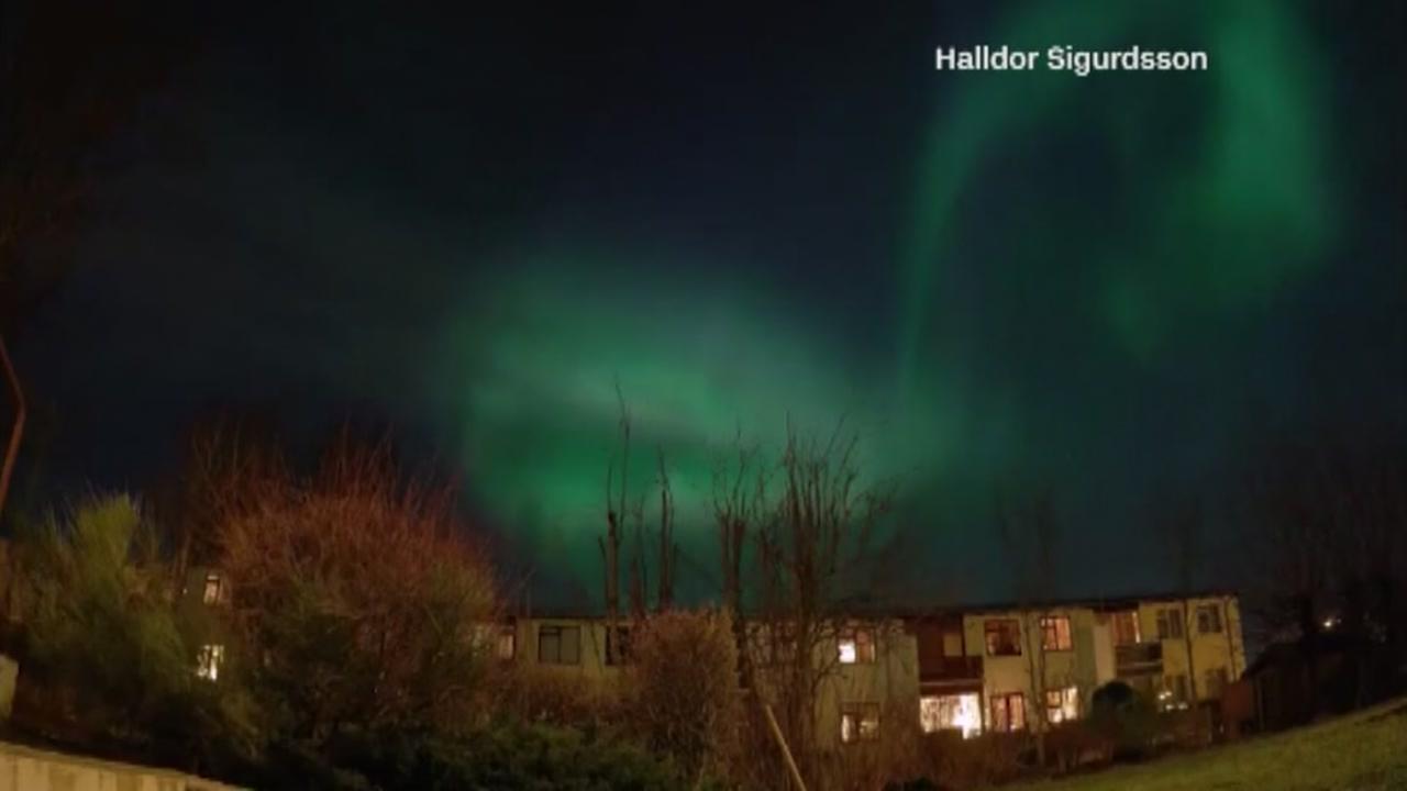 Auroras dance across sky in Iceland