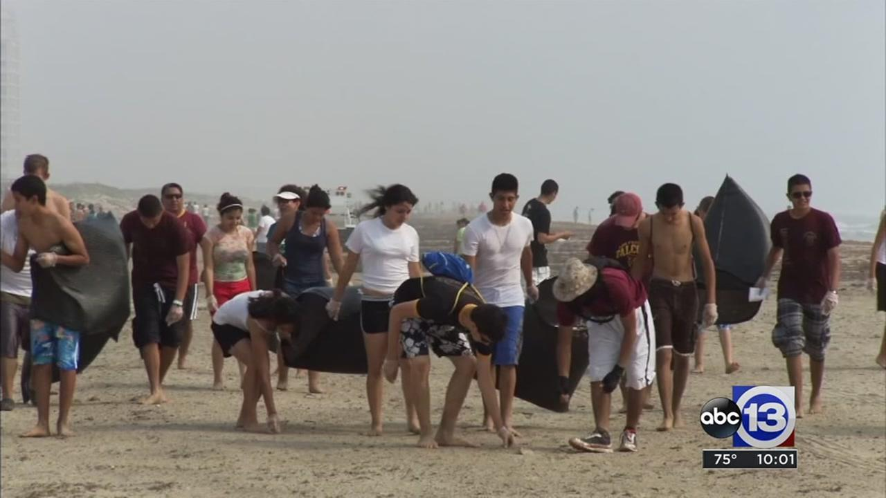 Thousands show up to clean up beaches on Galveston Island
