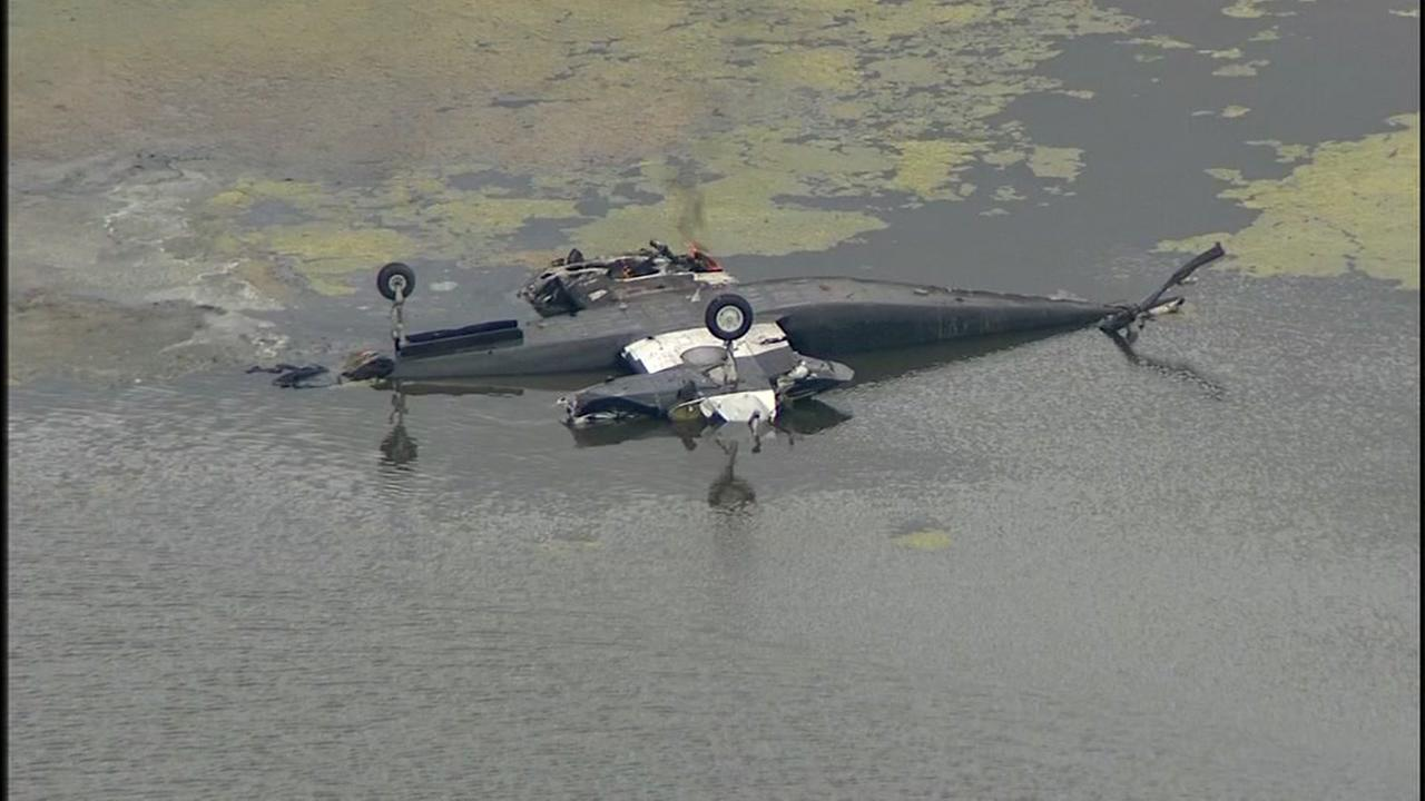 Divers recover body of pilot after plane crash