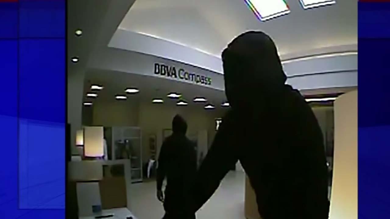 FBI says serial robbers hit bank in southwest Houston