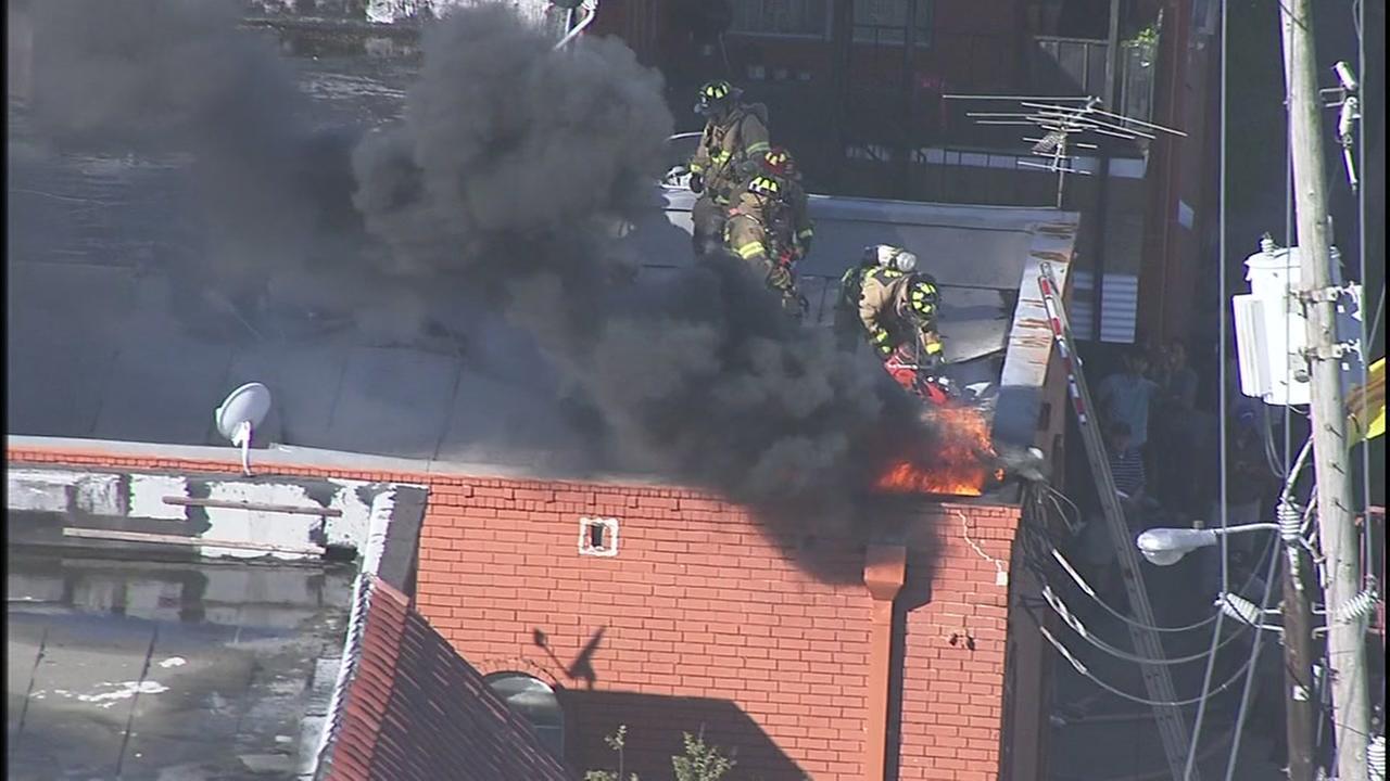 Raw video: Firefighters battle SE Houston apartment blaze