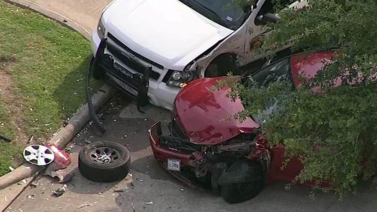 Chase suspect crashes into home and rams into a deputy constable