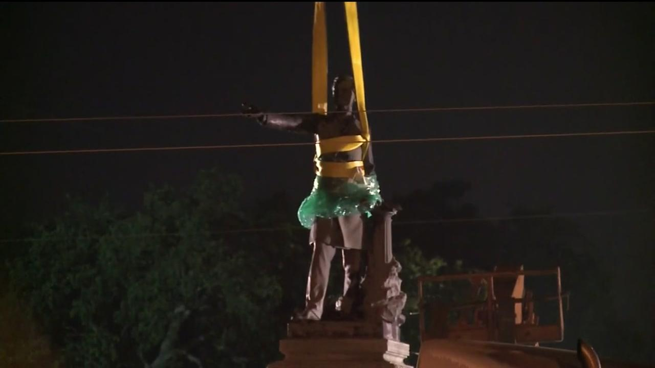 Jefferson Davis Statue pulled down in New Orleans