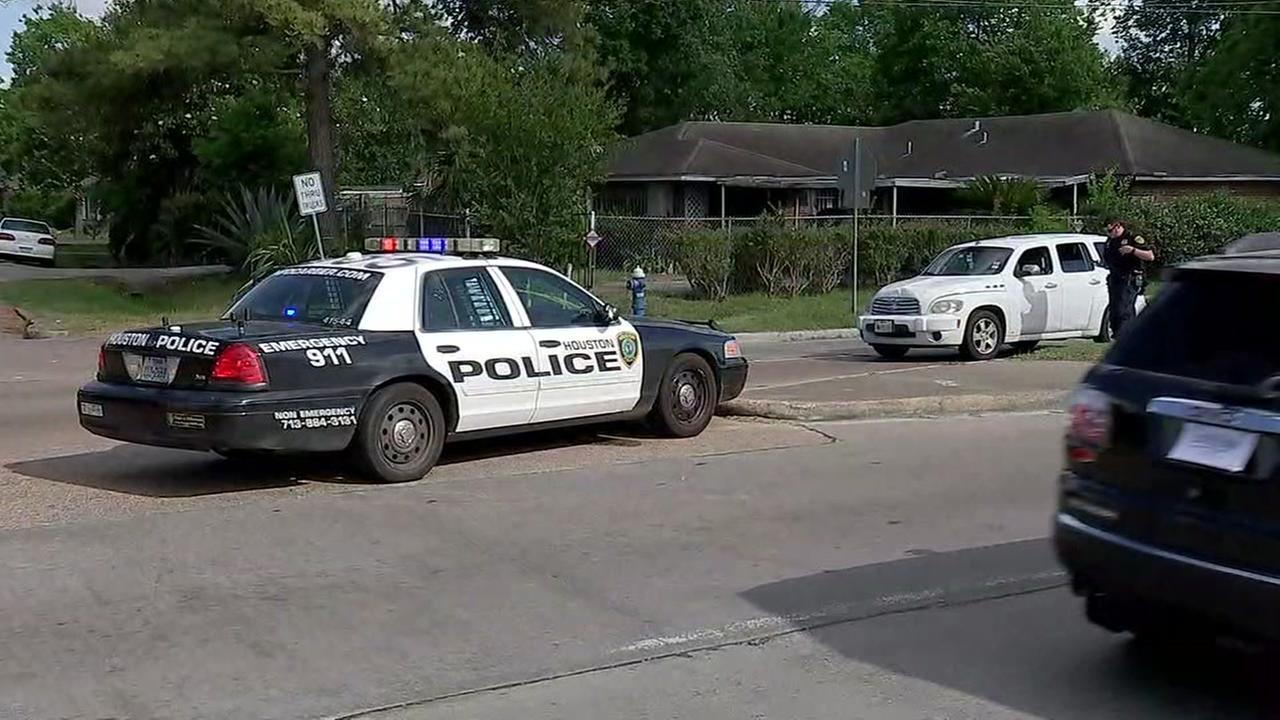 Juvenile struck by car in southeast Houston