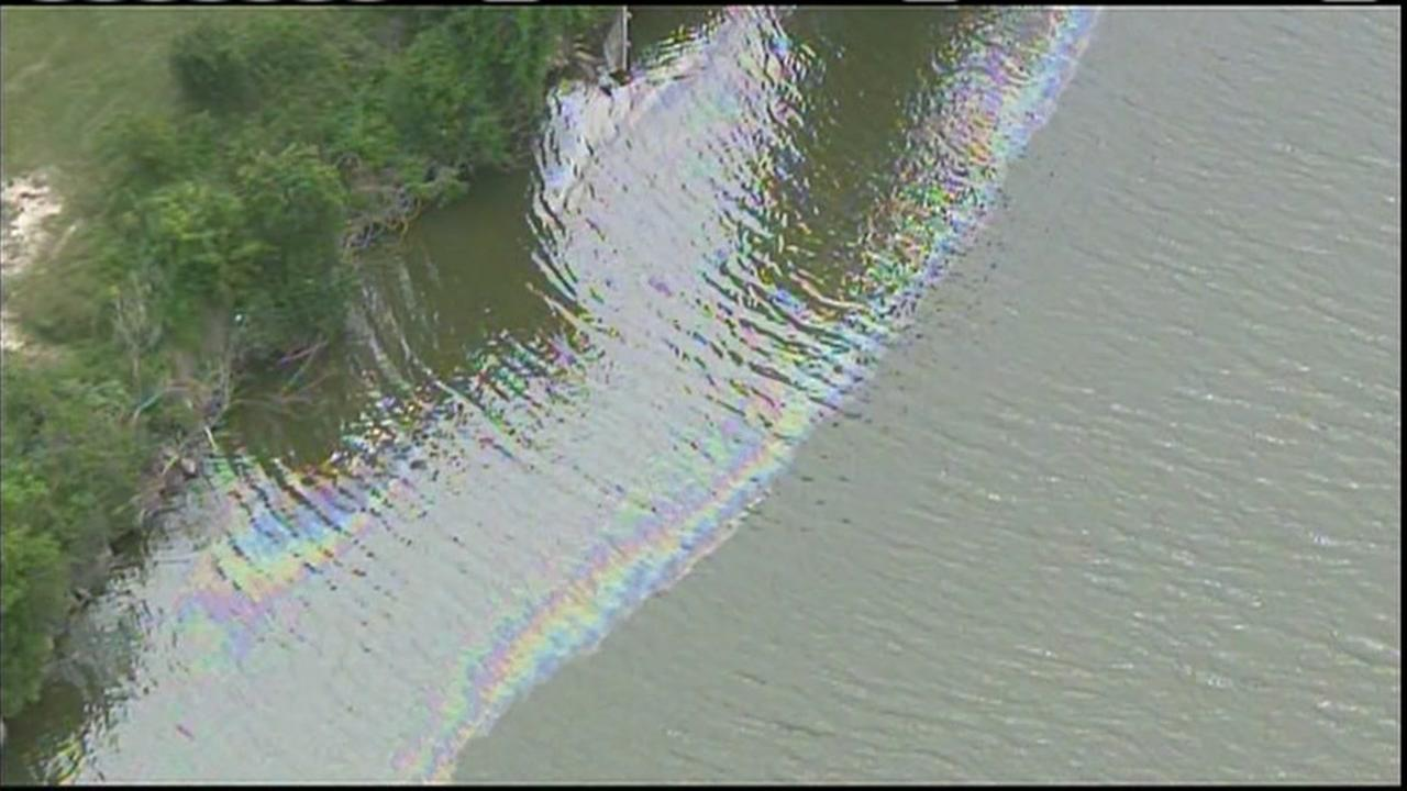 Oil spill on San Jacinto River is contained