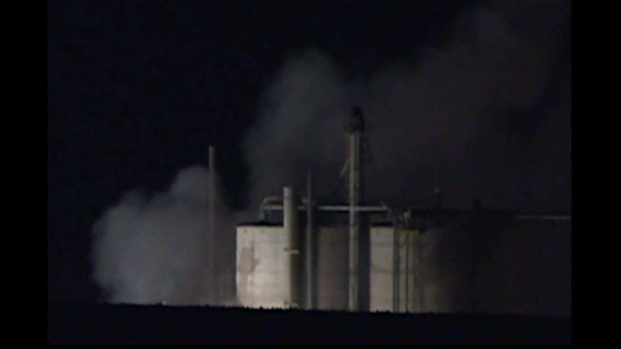 Fiery explosion rocks Wisconsin corn milling plant