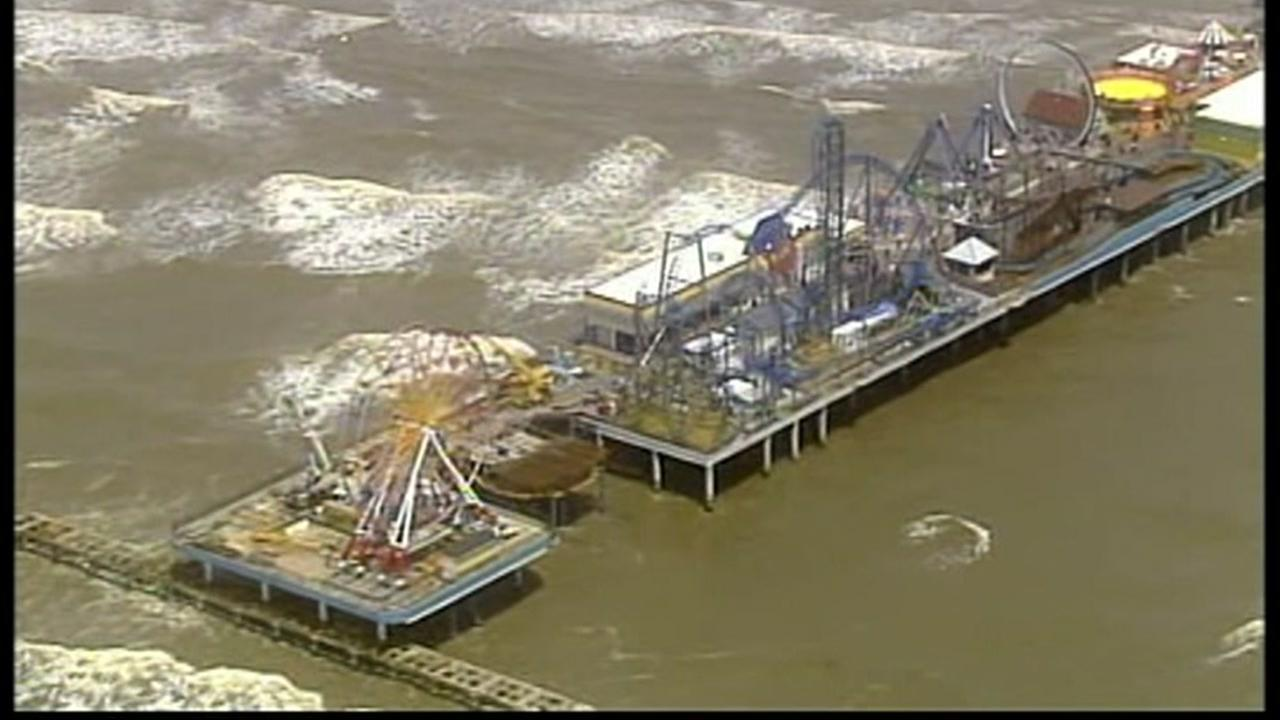 Pleasure Pier pays tribute to first responders