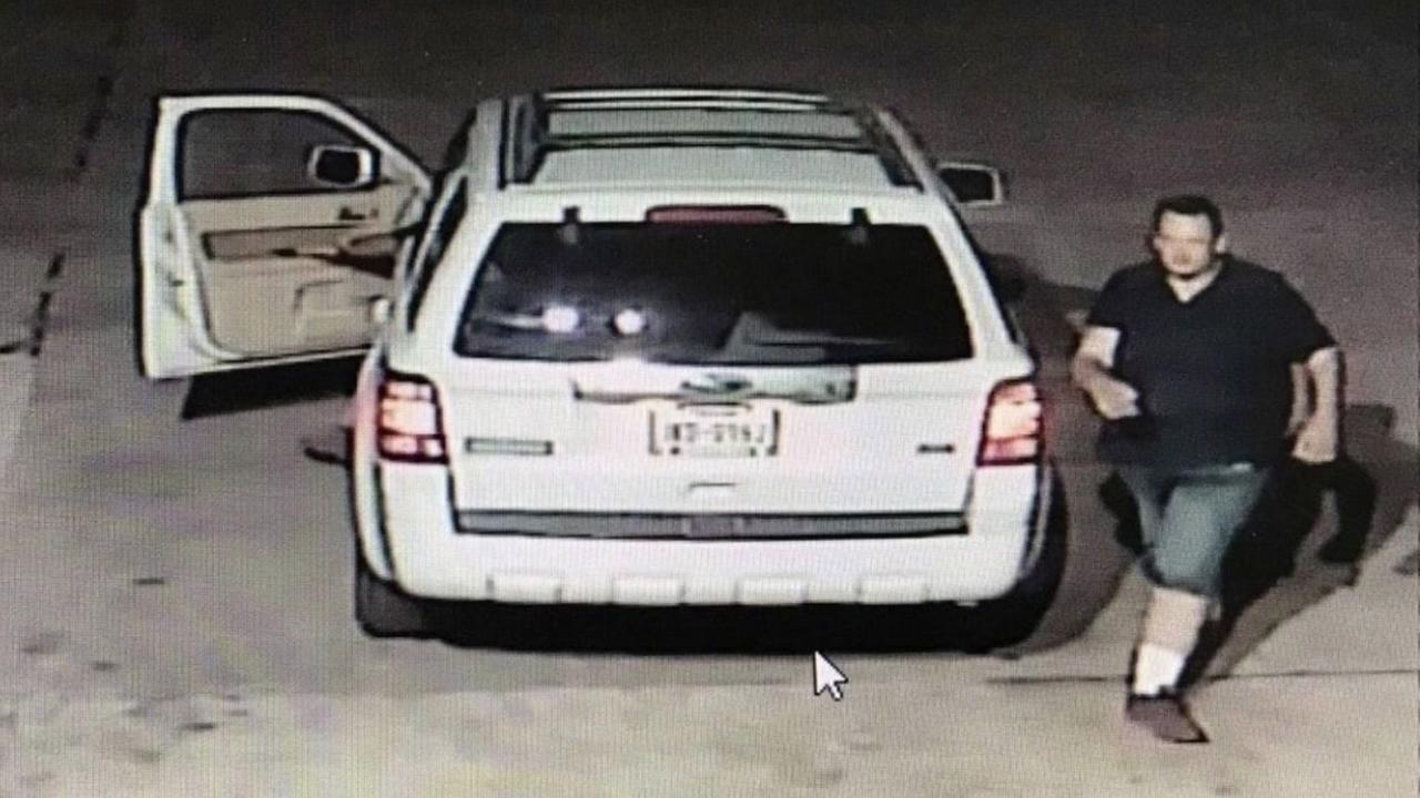Police: Thieves steal $10K in lightbulbs and a boat