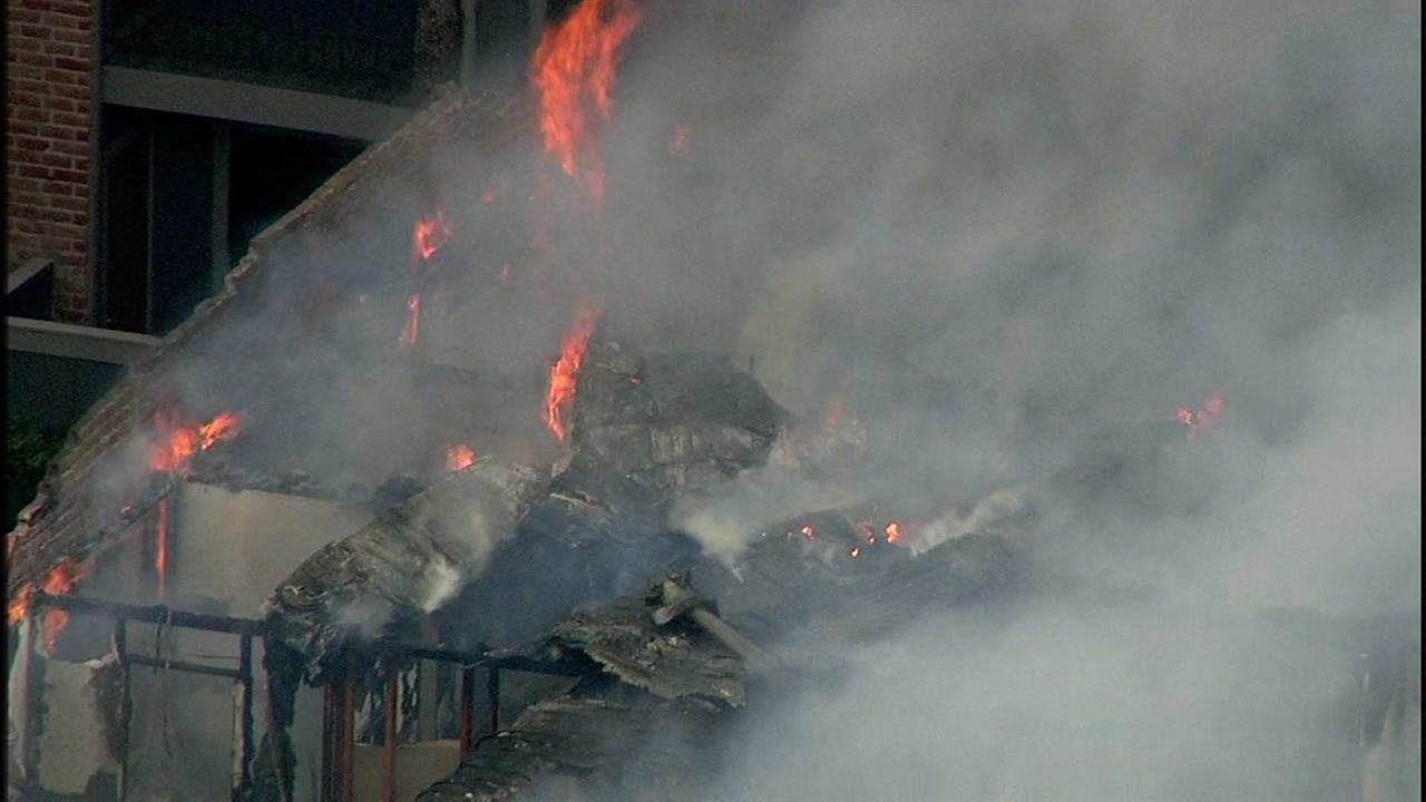 Fire sweeps through NW Houston apartment bulding