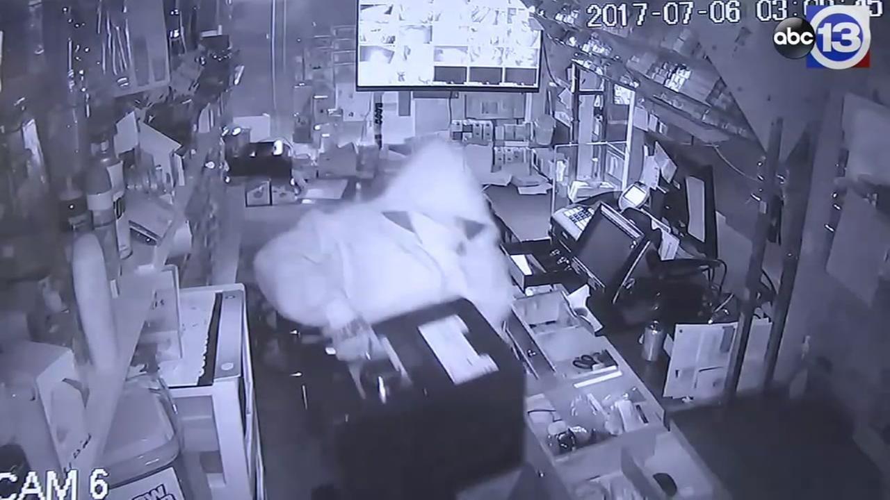 Exclusive: Truck slams into store in north Houston heist
