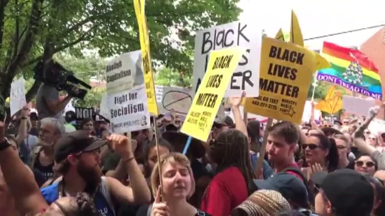 Protest outnumber KKK members in Virginia