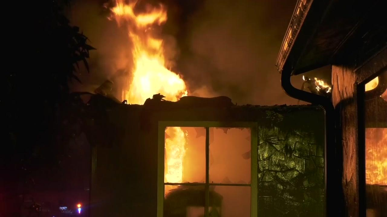Lightning looked at in 2-alarm apartment fire near 1960