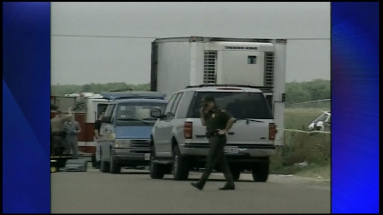 19 immigrants died, after being left in sweltering truck trailer, near Victoria in 2003