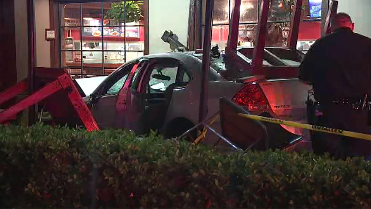 Driver slams into SW Houston Pappas BBQ and injures 1