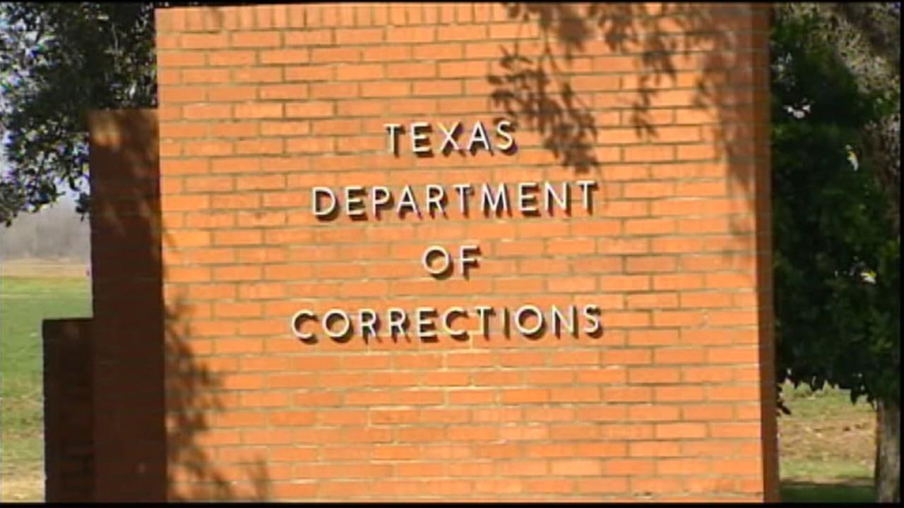 Officer fatally shoots himself at Texas prison