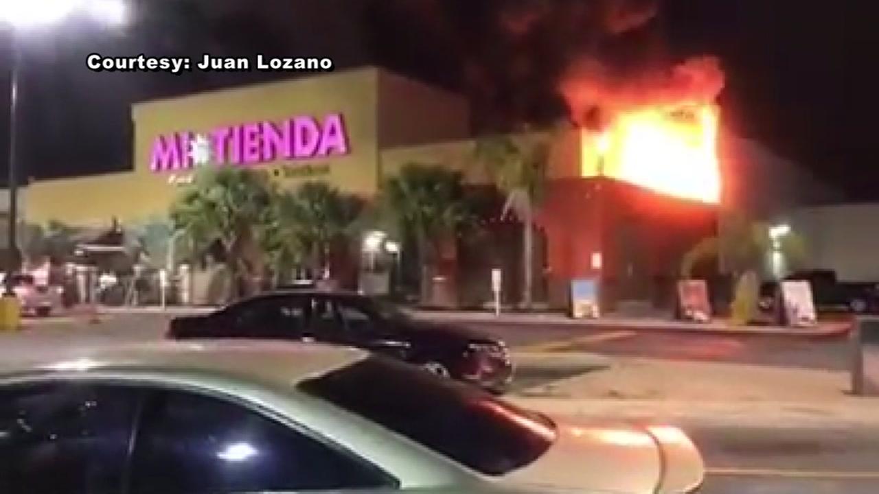 Fire at Mi Tienda grocery