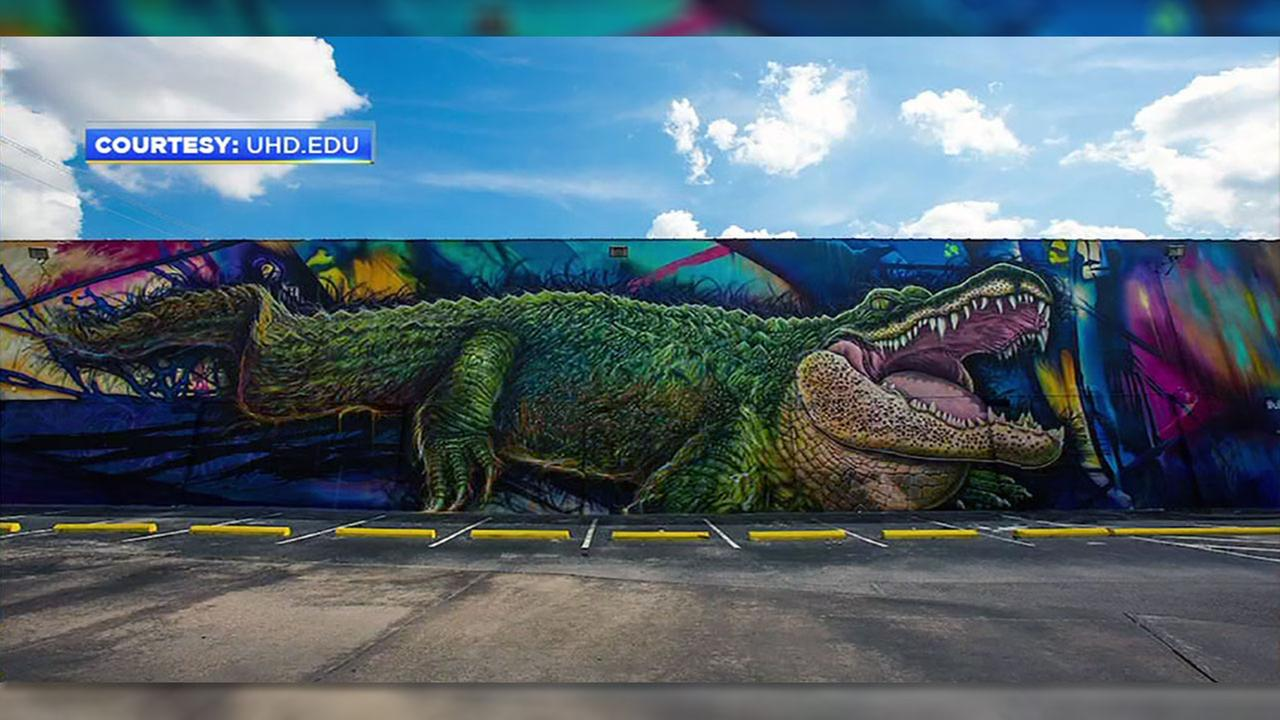See ya later, gator: UH-Downtown mural coming down