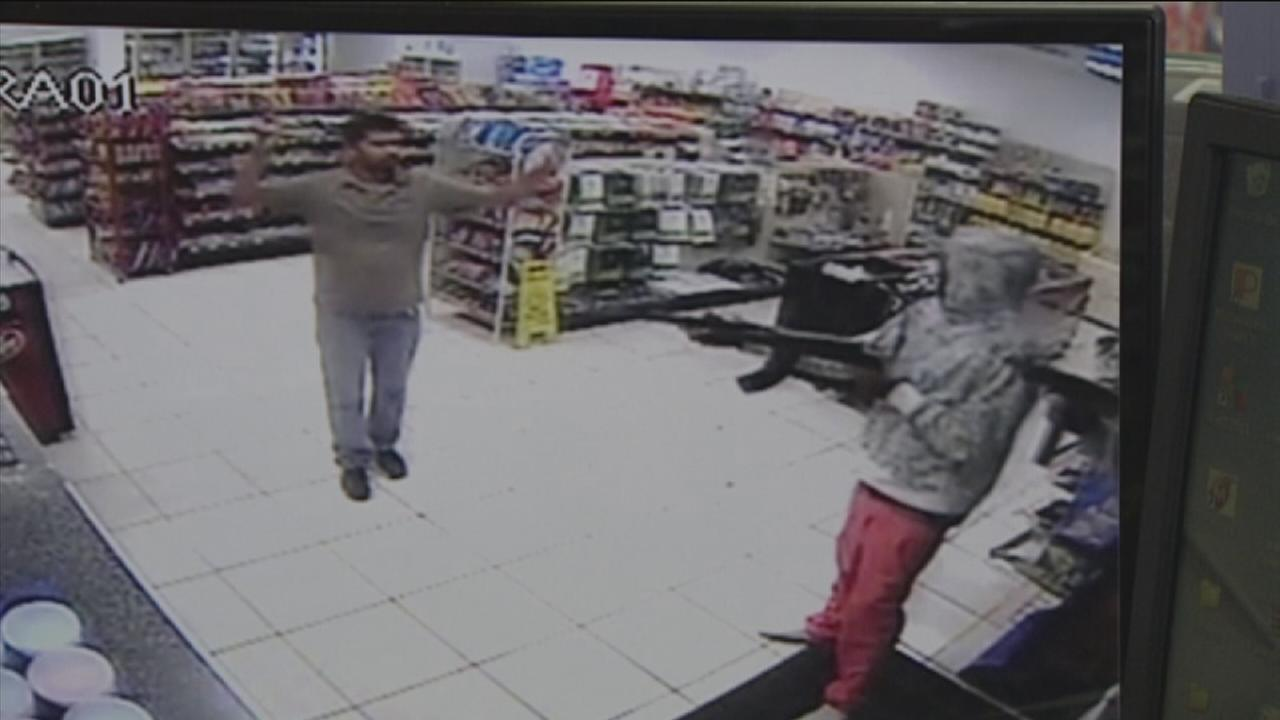 Store clerk: Volent north Harris Co. robbery couldve been deadly