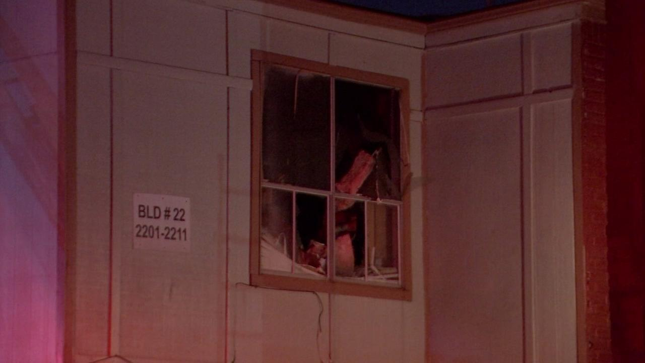 Family of 7 escapes apartment fire in SW Houston