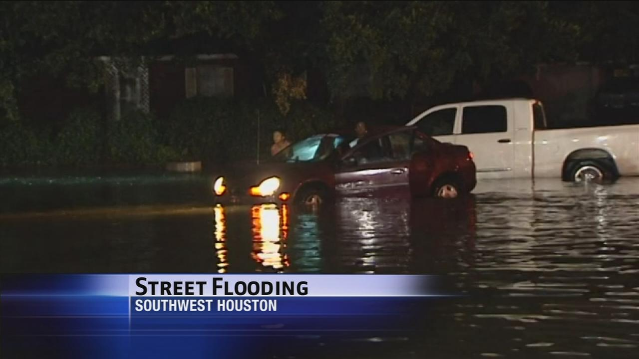 Heavy rains cause overnight issues in SW Houston
