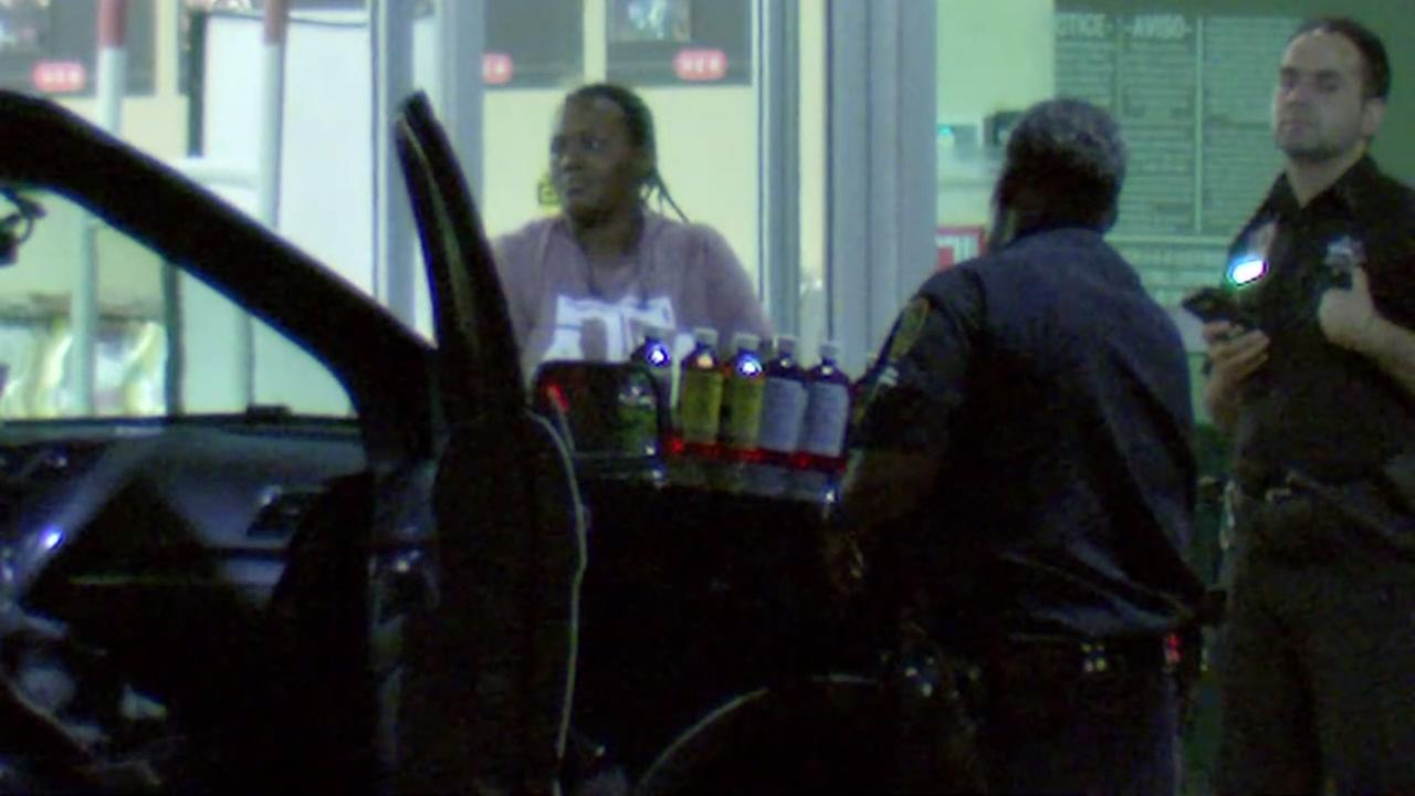 H-E-B robbed by 4 masked men in southwest Houston