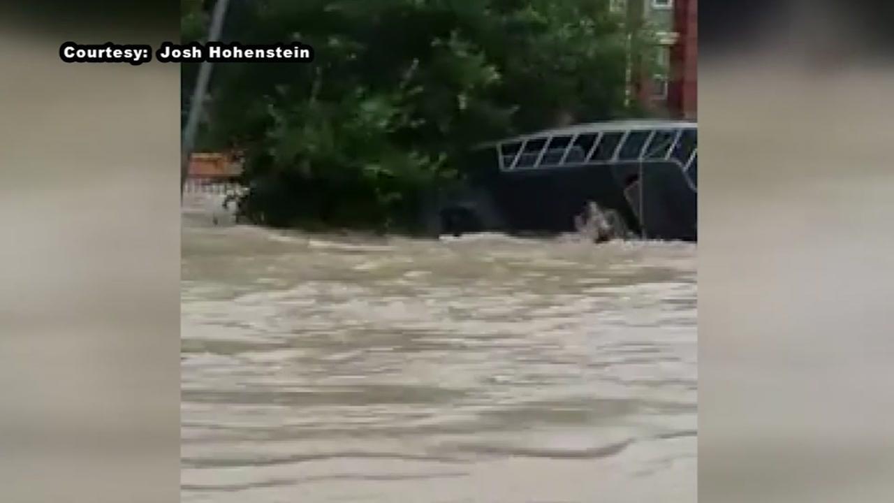 Rescue boat capsizes near Lake Houston