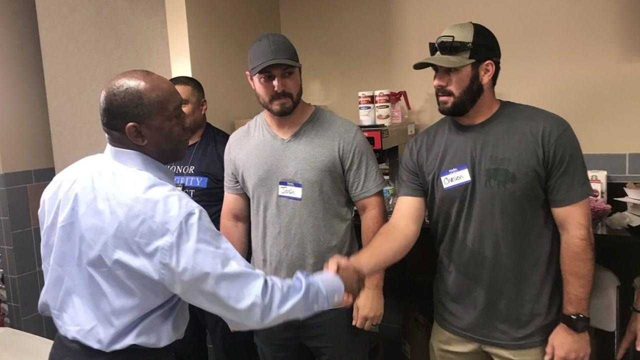 New York Mets players help out in Houston