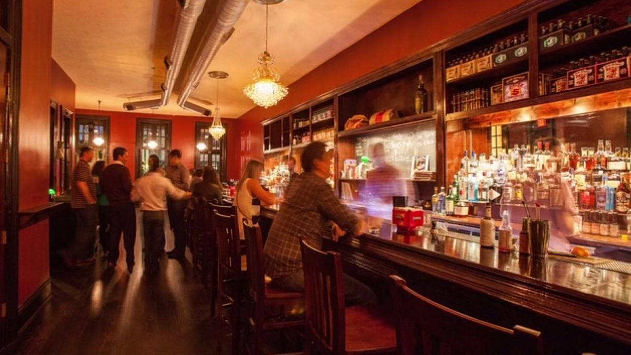 Houston restaurants want Mayor Turner to extend curfew beyond midnight