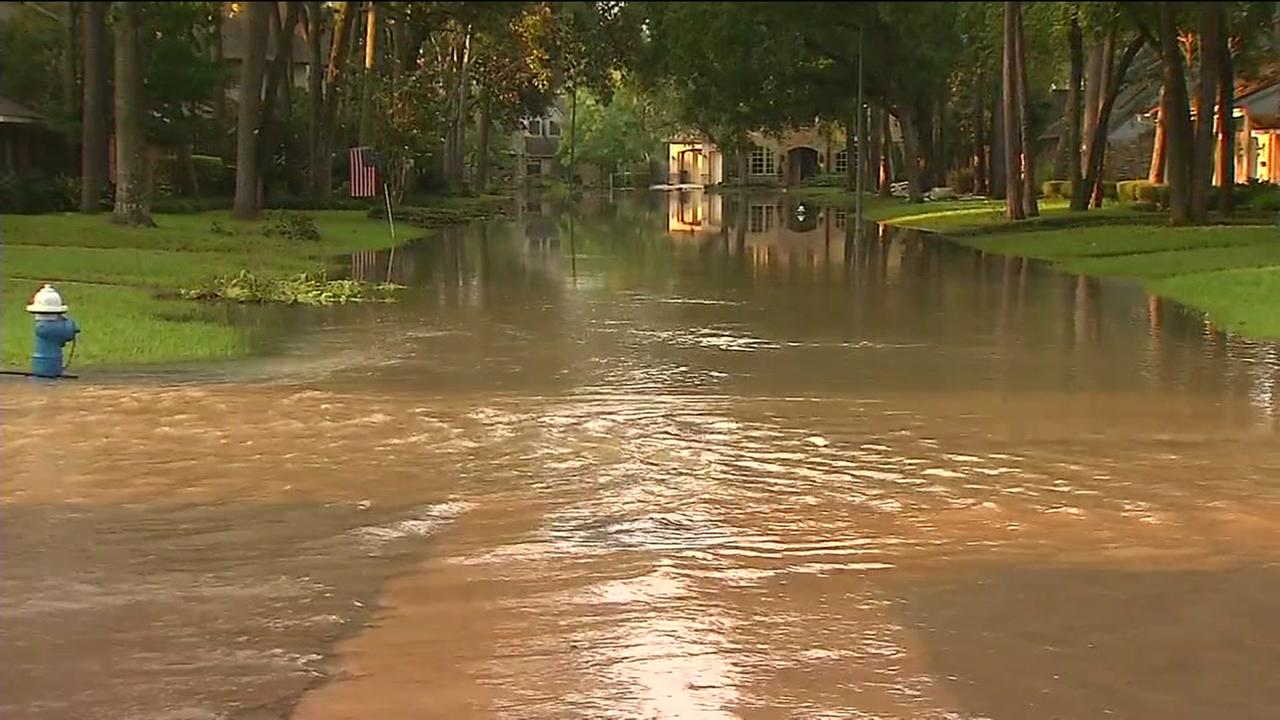 Power cut to flooded homes in evacuation zone