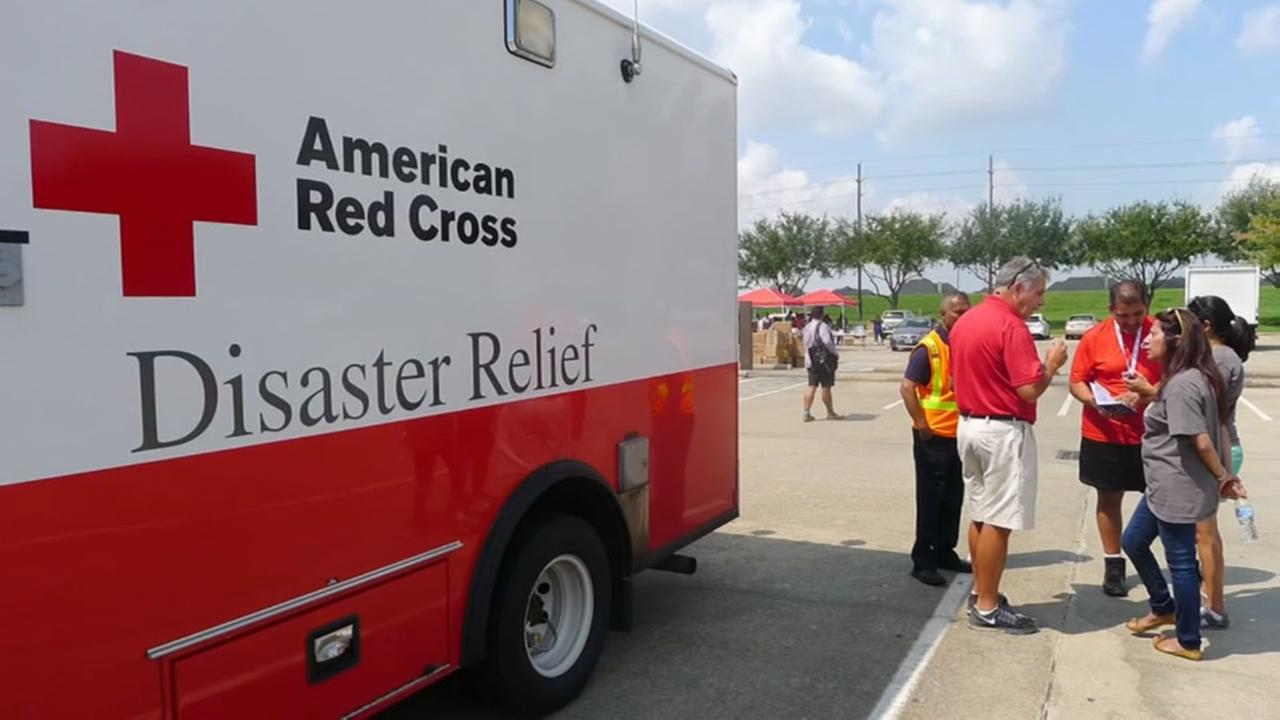 Houstons Ismaili community step out to help Harvey victims