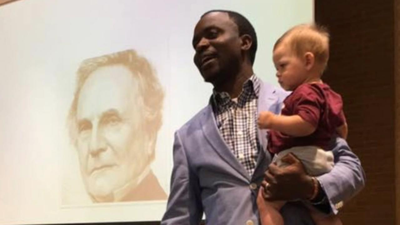 Texas A&M professor offers to babysit students child