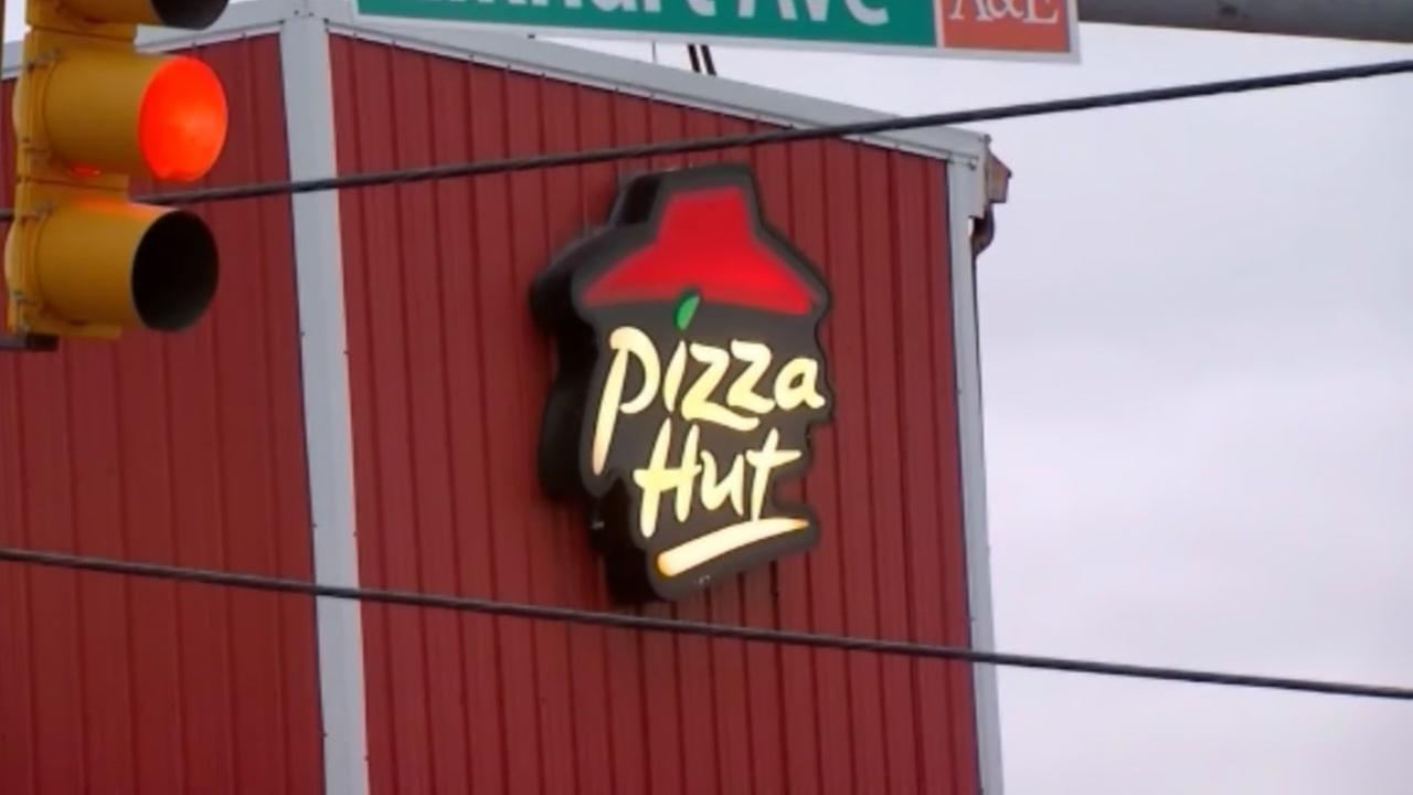 Pizza Hut manager accused of threatening employees fleeing Irma