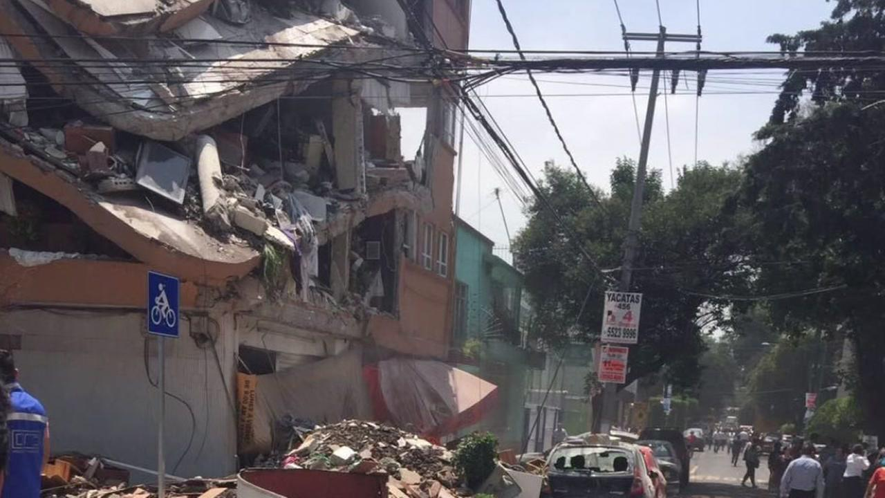 Quake rocks Mexico City